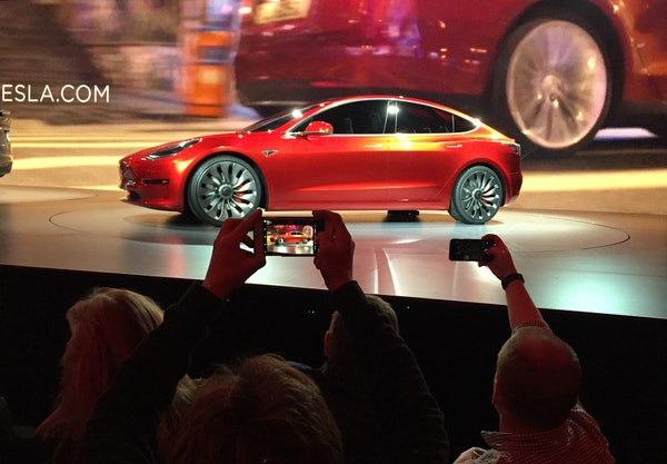 Tesla taking deposits for future Model 3