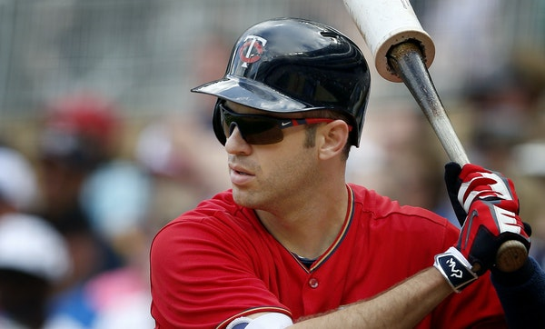 Joe Mauer extended his hitting streak to eight games.