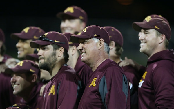 Minnesota head coach John Anderson posed with his team for a photo after winning his 1,200 games at Siebert Field on May 3.