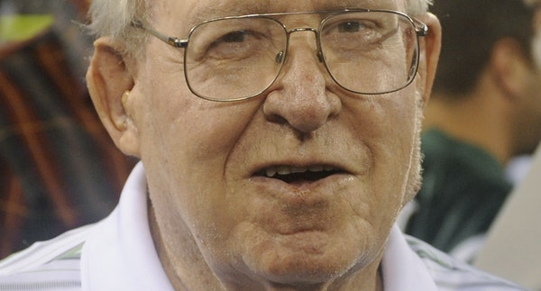 buddy ryan 1931-2016 Defensive pace-setter dies Buddy Ryan was head coach of the Eagles but better known as the defensive mind behind the '85 Bears�