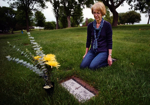 Beckie O'Connor visited her son Jeff's grave at Lakewood Cemetery in Minneapolis. She said she thinks her son would be alive had police handed the