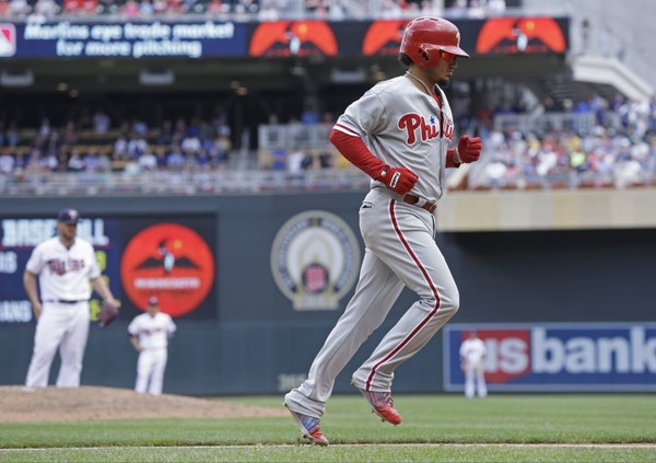 Philadelphia Phillies� Freddy Galvis jogs home on his three-run home run off Minnesota Twins pitcher Kevin Jepsen, background left, in the eighth in