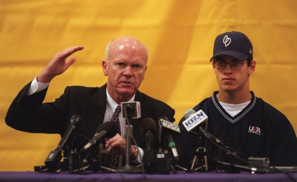 Terry Ryan and Joe Mauer at a press conference in 2001 after the Twins made Mauer the No. 1 pick in the amateur baseball draft.