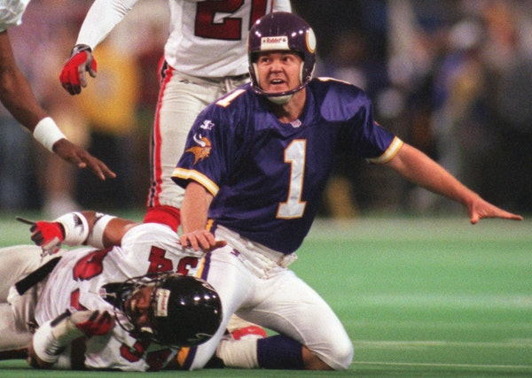 Vikings vs Atlanta for the NFC Championship at the Metrodome -- January 17, 1999. Kicker Gary Anderson misses his first field goal try of the year.