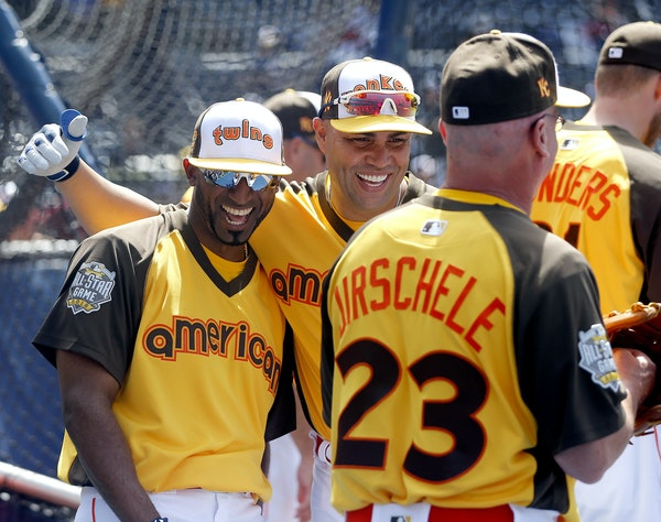 Eduardo Nunez, left, shared a laugh with friend Carlos Beltran on Monday. Their only time as teammates was in Yankees spring training in 2014, before