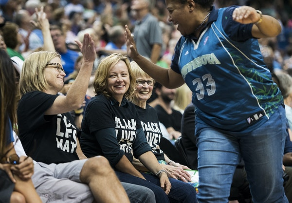 Cindy Booker, right, high-fived Vija Brookshire after high-fiving their mutual friends Julieann Swanson, center, and Jacqueline Teisberg. The three wo