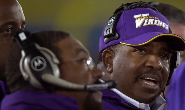 Vikings head coach Dennis Green late in the 4th quarter at Chicago.