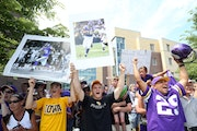 Vikings fans cheered the arrival of Adrian Peterson at minicamp in Mankato in July, less than a year after the star running back faced child abuse cha