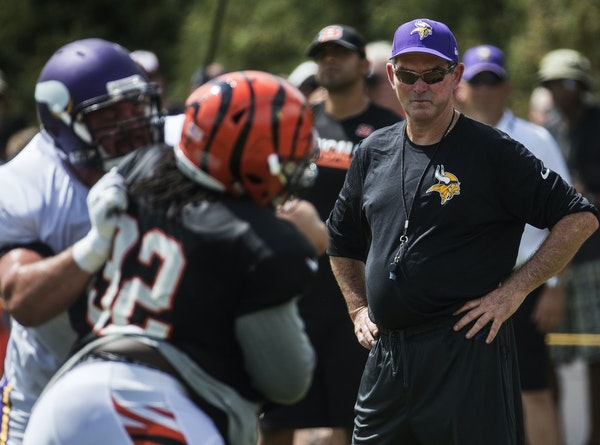 Minnesota Vikings head coach Mike Zimmer, right, watches from the sidelines during a joint NFL football practice with the Cincinnati Bengals, Wednesda