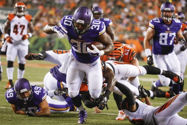Minnesota Vikings running back C.J. Ham (30) runs through Cincinnati Bengals defensive back Floyd Raven (41), outside linebacker Darien Harris, right,