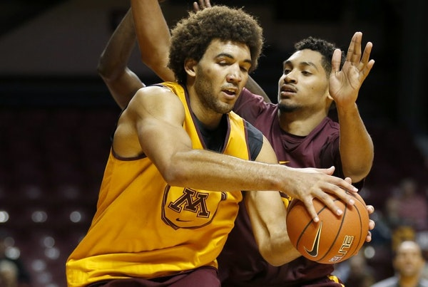 Gophers Reggie Lynch (22) during a team scrimmage.
