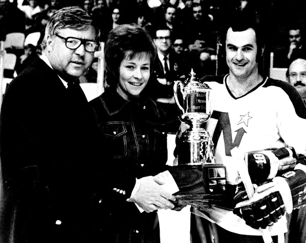 Murrav Oliver of the North Stars received the 1972 Masterton Trophy from Mrs Carol Masterton. At left was Walter Bush, President of the North Stars.