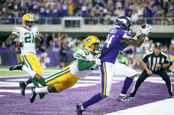 Vikings wide receiver Stefon Diggs scored over Packers cornerback Damarious Randall on a 27-yard pass in the third quarter.
