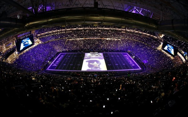 The Minnesota Orchestra performed Purple Rain as tribute to Prince during the half time show. ] CARLOS GONZALEZ cgonzalez@startribune.com - September