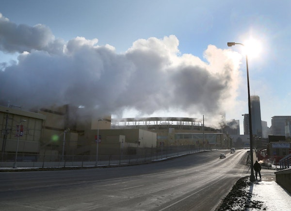 Steam from the the Hennepin Energy Recovery Center (HERC) waste-to-energy facility hangs above N. 7th Street in 2015.