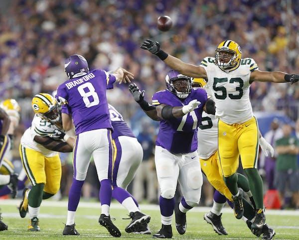 Minnesota Vikings quarterback Sam Bradford (8) threw a pass in the second quarter at U.S. Bank Stadium Sunday September 18 ,2016 in Minneapolis, MN.