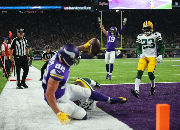 Vikings wide receiver Adam Thielen (19) signaled the TD after Vikings tight end Kyle Rudolph (82) caught an eight yard touchdown pass from Vikings qua