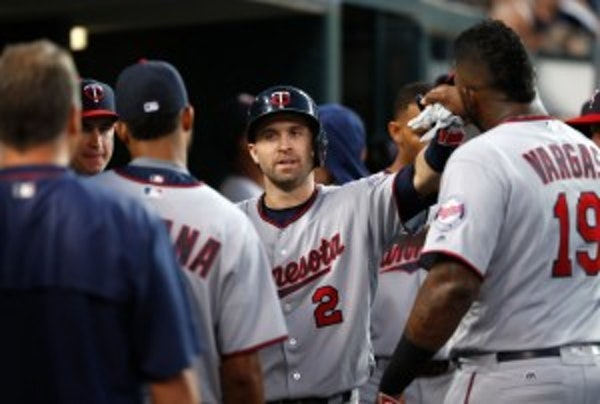 Should the Twins trade Dozier after his excellent season?