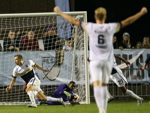 Minnesota United FC goalie Sammy Ndjock (33) is unable to stop a shot by Jacksonville Armada FC's Matt Banner (13) during the second period that pro
