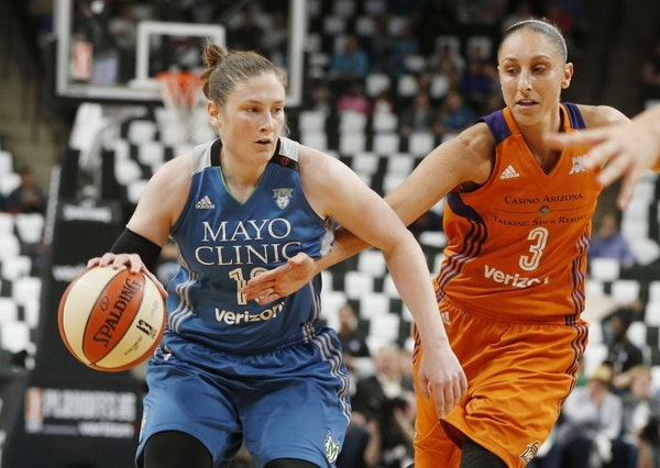 Phoenix Mercury's' Diana Taurasi, right, tries to reach the ball as Minnesota Lynx's Lindsay Whalen drives in the first quarter of a WNBA playoff semi