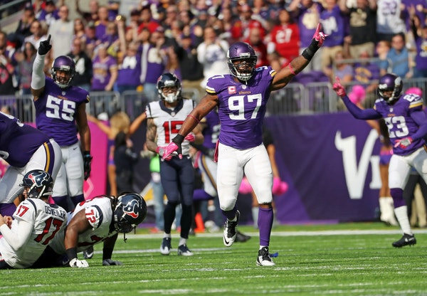 Vikings Everson Griffen celebrates a sack in the 2nd quarter, but was called off sides and was penalized on the play.