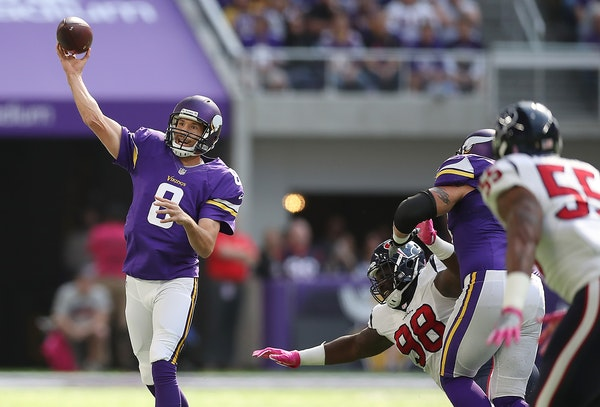 Vikings quarterback Sam Bradford tossed a touchdown pass to wide receiver Adam Thielen in the first quarter against the Houston Texans at US Bank Stad