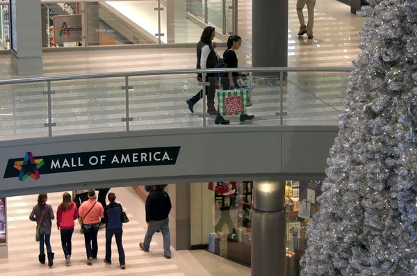 The Mall of America plans to close on Thanksgiving and would like its retailers to do the same.