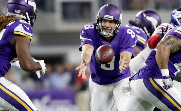 Sam Bradford (8) pitched the ball to Cordarrelle Patterson (84) in the first quarter. Bradford has not thrown an interception this season in 95 attemp