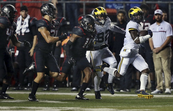 Michigan running back Jabrill Peppers (5) runs away from Rutgers defenders during the first half of an NCAA college football game Saturday, Oct. 8, 20