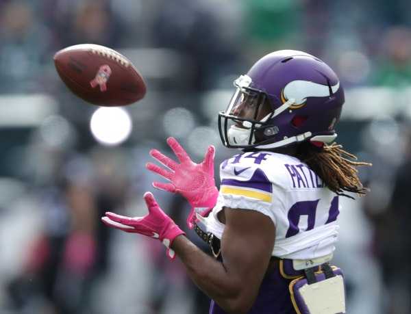 Vikings Cordarrelle Patterson warms up before the Eagles game.