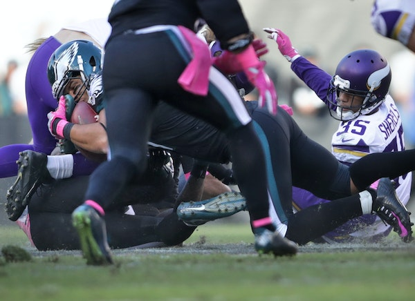 Marcus Sherels watched from a distance as the Eagles' Trey Burton wrapped up a fumble on a punt return in the third quarter.