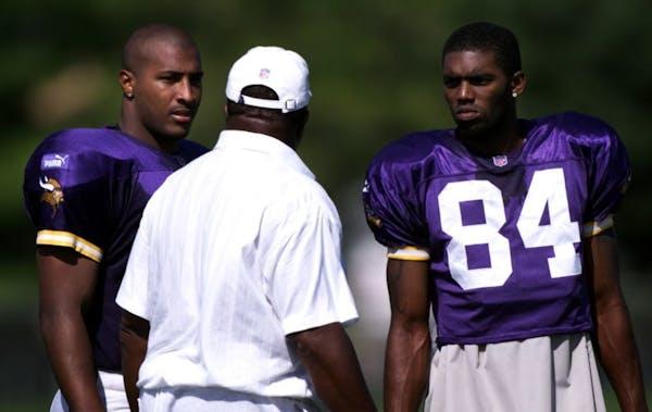 Minnesota Vikings quarterback Daunte Culpepper, #11 and wide receiver Randy Moss, #84 talk with head coach Dennis Green in 2006.