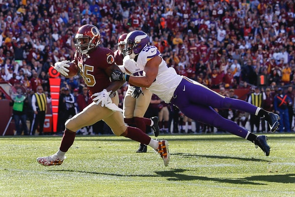 Washington Redskins tight end Vernon Davis (85) heads toward the end zone for a touchdown dragging Minnesota Vikings linebacker Anthony Barr (55) with