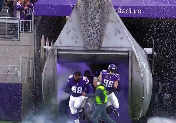 Vikings' Robison plans to send sound guy a care package after 'hit of the year'