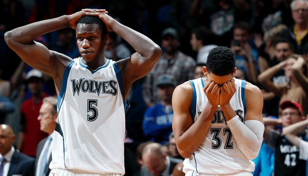 Gorgui Dieng (5) and Karl-Anthony Towns (32) reacted at the end of the game. New York beat Minnesota by a final score of 106-104. ] CARLOS GONZALEZ cg