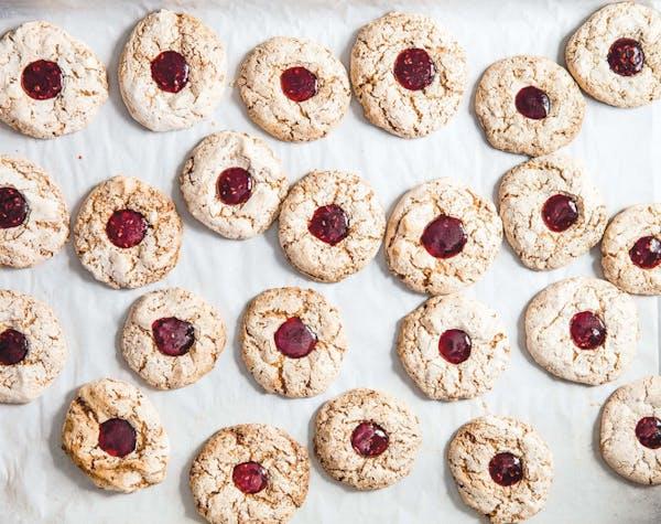 "Hazelnut Raspberry Macaroons (Haselnuss-Himbeer Makronen) from ""Classic German Baking."""