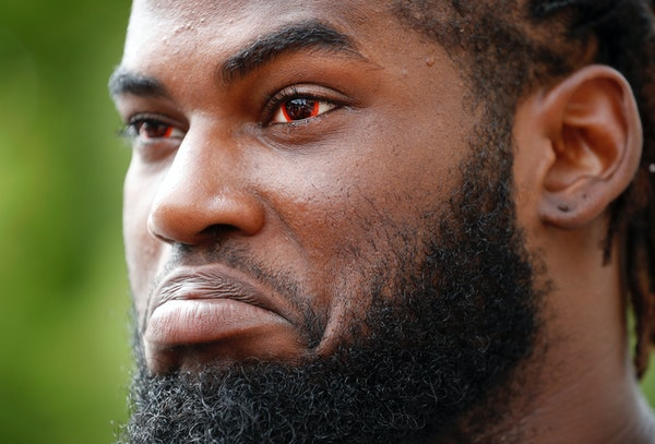 Vikings defensive tackle Sharrif Floyd, the Vikings' top pick in the 2013 draft, was placed on injured reserve Monday because of lingering knee issu