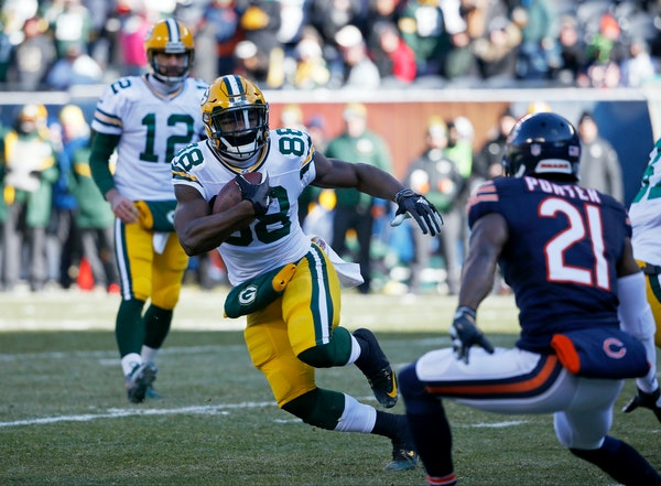 Green Bay Packers running back Ty Montgomery (88) runs to the end zone for a touchdown against the Chicago Bears during the first half of an NFL footb