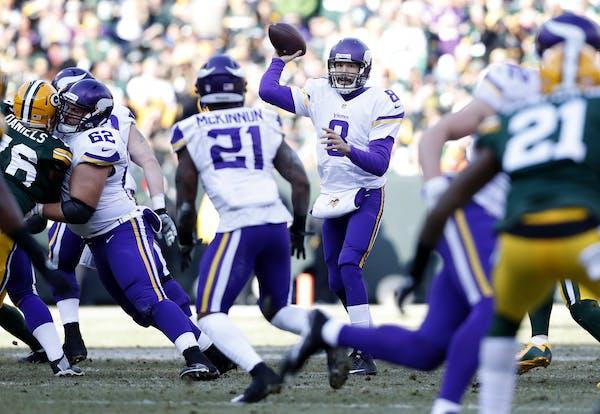 Vikings quarterback Sam Bradford (8) .