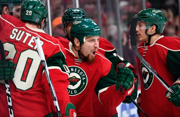 Chris Stewart (7) celebrates his game-tying goal with teammates in the second period against the New York Islanders on Thursday.