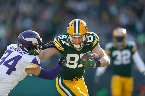 Green Bay Packers wide receiver Jordy Nelson (87) picked up a first down in the second quarter over Minnesota Vikings strong safety Andrew Sendejo (34