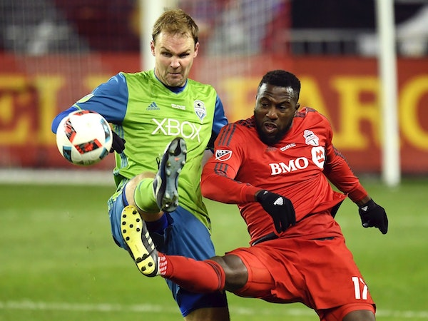 Seattle Sounders defender Chad Marshall, left, and Toronto FC forward Jozy Altidore (17) battle for the ball during second-half MLS Cup final soccer a