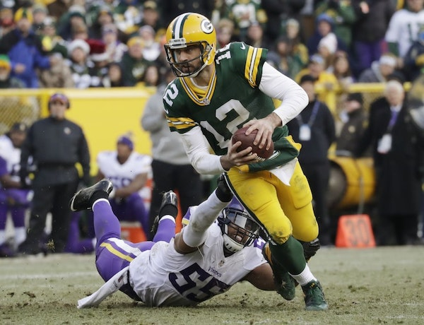 Packers quarterback Aaron Rodgers scrambled away from Vikings linebacker Anthony Barr during a Dec. 24, 2016, game in Green Bay, Wis.