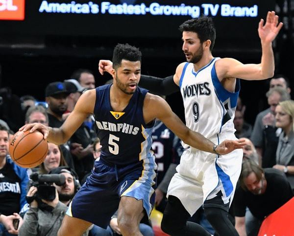 Memphis Grizzlies' Andrew Harrison, left, keeps the ball away from Minnesota Timberwolves' Ricky Rubio, of Spain, during the first quarter of an NBA b