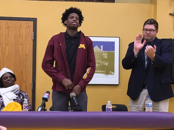 Pitino's extension makes an impression on Gophers commit Oturu