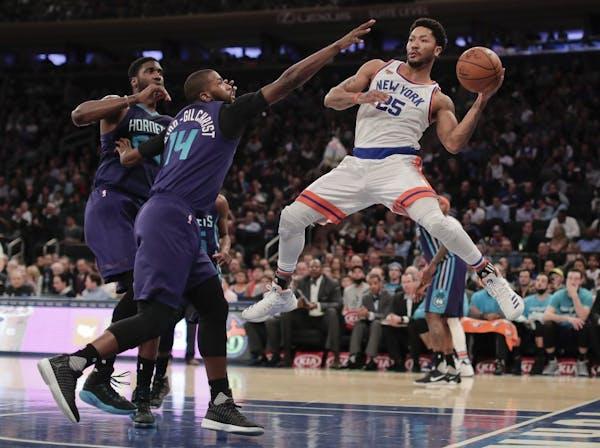 New York Knicks guard Derrick Rose (25) makes an off-balance pass against Charlotte Hornets forward Michael Kidd-Gilchrist (14) during the third quart