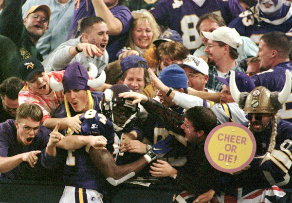 Celebrate Randy Moss' 40th birthday reliving all of his 40-plus yard TDs