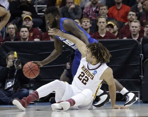 Middle Tennessee State's Giddy Potts (20) and Minnesota's Reggie Lynch battle for a loose ball early in the second half. Lynch picked up his third fou