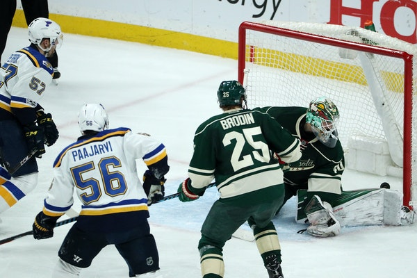 Minnesota Wild goaltender Devan Dubnyk (40) was unable to stop a shot in the second period.