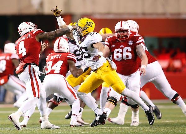 Minnesota's linebacker Blake Cashman put pressure on Nebraska's quarterback Tommy Armstrong Jr.